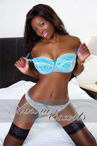 Naomi-black5