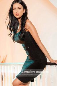 Gorgeous Brunette Babe Annais