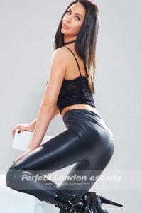 Sexy Babe Reva