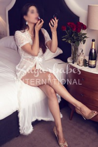 MARIAN - STUNNING FRENCH MATURE ESCORT IN BAYSWATER