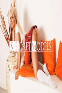 Mona Secret Models