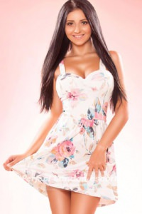 Hot Brunette Aylin