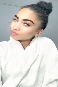 Lolita selfie